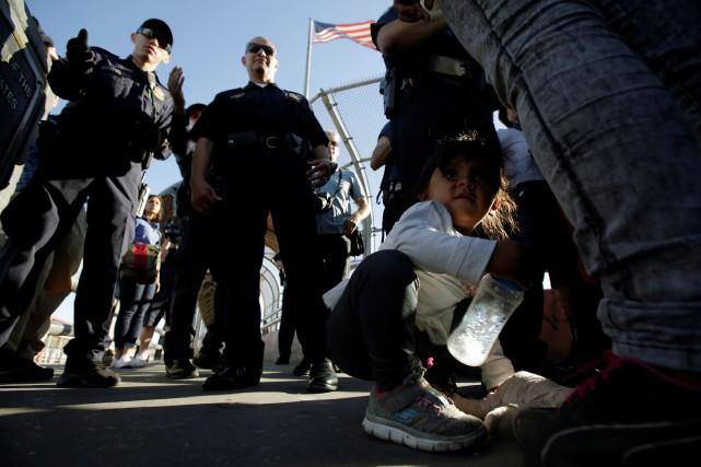 Plus de 2300 enfants et jeunes migrants, fuyant... (Photo Jose Luis Gonzalez, Reuters)
