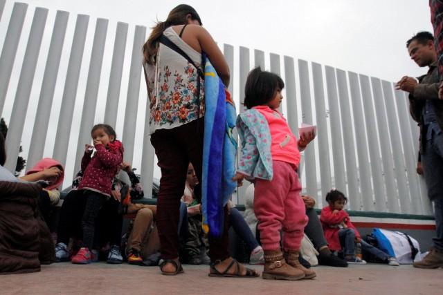 Des familles de migrants mexicains.... (REUTERS)