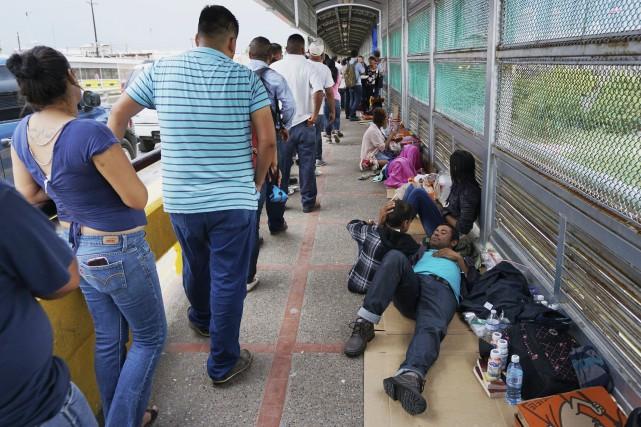 Des migrants mexicains au Texas.... (AP)