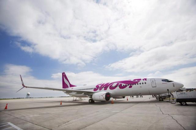 Un Boeing 737 de la compagnie aérienne Swoop... (Photo archives La Presse canadienne)