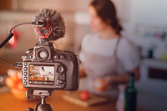 Avec l'évolution des moyens technologiques, la production de contenu vidéo est...