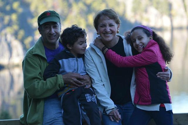 Zoheir et Amel avec Selma et Samy, à... (Photo : Collection personnelle Zoheir Ferdjioui & Amel Tnani)