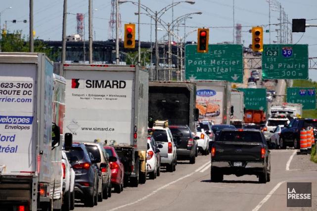 Les automobilistes empruntant le pont Mercier aujourd'hui devront... (Photo Bernard Brault, La Presse)
