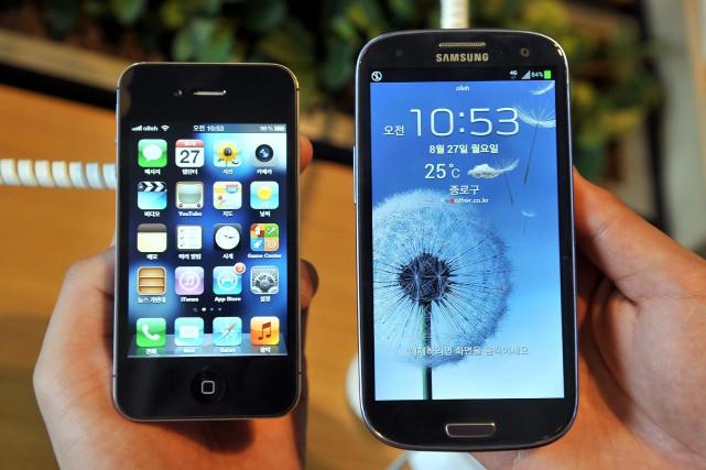 Les deux leaders mondiaux en matière de téléphones... (PHOTO Jung Yeon-je, archives Agence France-Presse)
