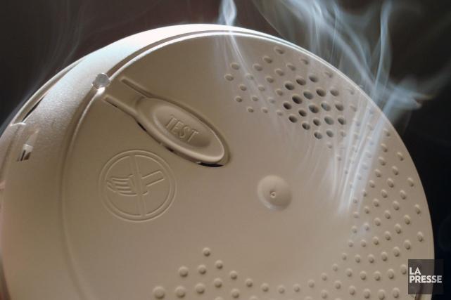 En plus de l'avertisseur de fumée, les brigadiers... (Photo archives La Presse)
