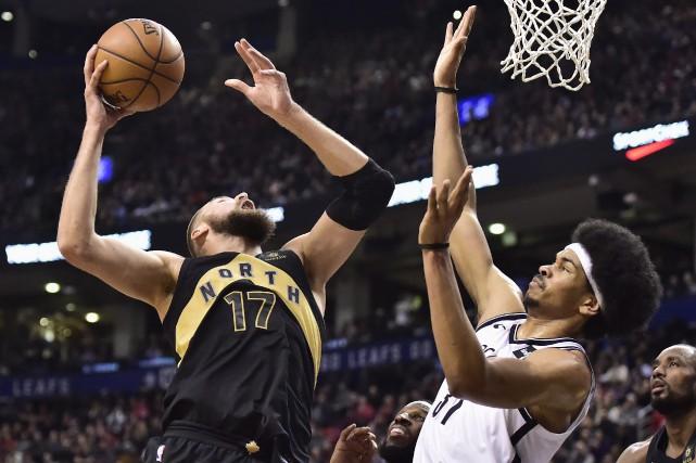 Les Raptors de Toronto et les Nets de... (Photo Frank Gunn, archives La Presse canadienne)