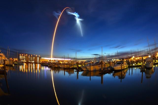 La fusée Falcon 9 de SpaceX s'est envolée... (Malcolm Denemark, Orlando Sentinel via AP)