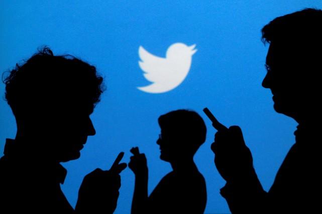 Les principaux réseaux sociaux, Facebook et Twitter en... (Photo Kacper Pempel, archives Reuters)