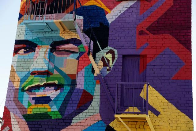 Une peinture murale représentant le visage de Cristiano... (REUTERS)