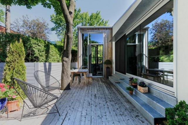 La petite maison dans la cour sophie ouimet architecture for Agrandir une petite maison