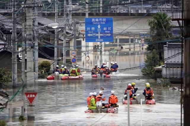 «Les opérations de secours sont maintenues 24 heures... (PHOTO AP)
