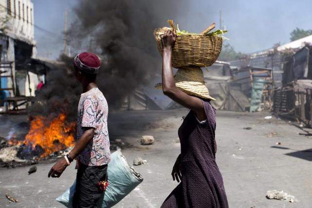 Les émeutes, qui se sont répandues à travers... (PHOTO AP)