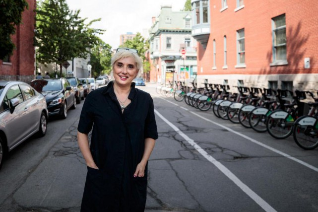 Catherine Mavrikakis nous fait découvrir quelques coins du Ghetto McGill qui... (PHOTO HUGO-SEBASTIEN AUBERT, LA PRESSE)