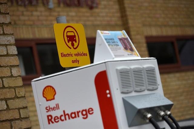 Des bornes de recharge sont désormais en place... (photo REUTERS)