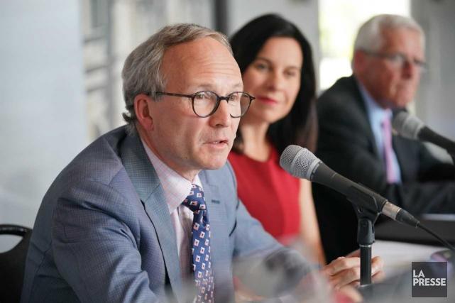 Le ministre Martin Coiteux et la mairesse de... (Photo André Pichette, La Presse)
