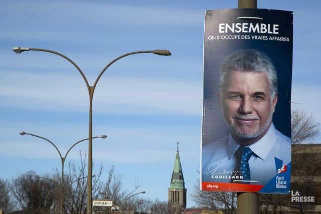Une pancarte électorale de Philippe Couillard, en 2014.... (Simon Giroux, archives La Presse)