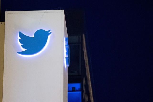 Le réseau social a expliqué qu'il verrouillait des... (photo JOSH EDELSON, AFP)