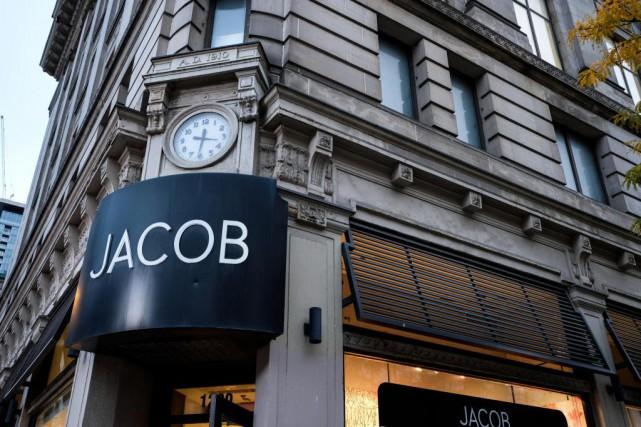Une annonce de chandails Jacob vendus chez Costco... (PHOTO OLIVIER PONTBRIAND, LA PRESSE)