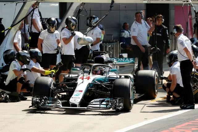 Mercedes est actuellement 2edu championnat des constructeurs, vingt... (PHOTO Andrew Yates, ARCHIVES REUTERS)