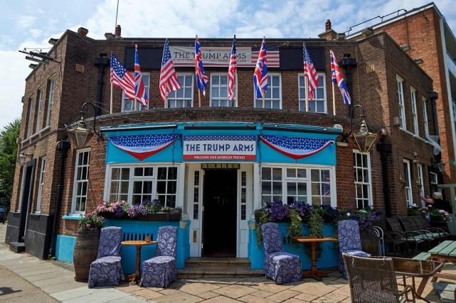 Vendredi et samedi, le pub attend 300 personnes... (PHOTO AFP)