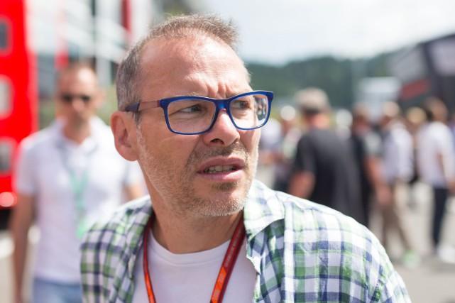 Jacques Villeneuve critique vigoureusement son ancienne écurie de... (PHOTO GEORG HOCHMUTH, ARCHIVES AFP)