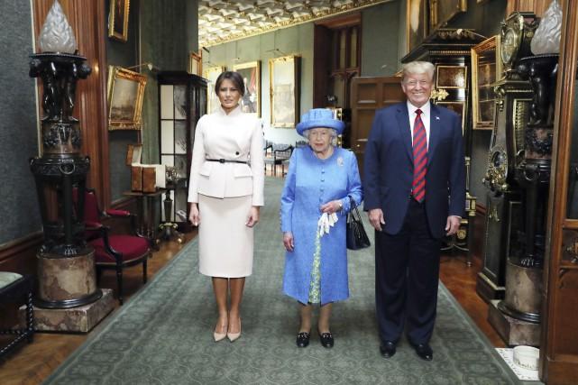 Le couple présidentiel a été accueilli par la... (photo Steve Parsons, via l'Associated Press)