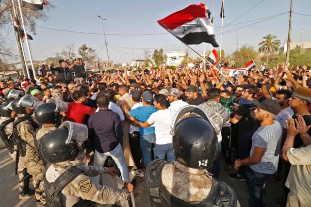 Des Irakien étaient de nouveau dans les rues... (PHOTO Haidar MOHAMMED ALI, AFP)