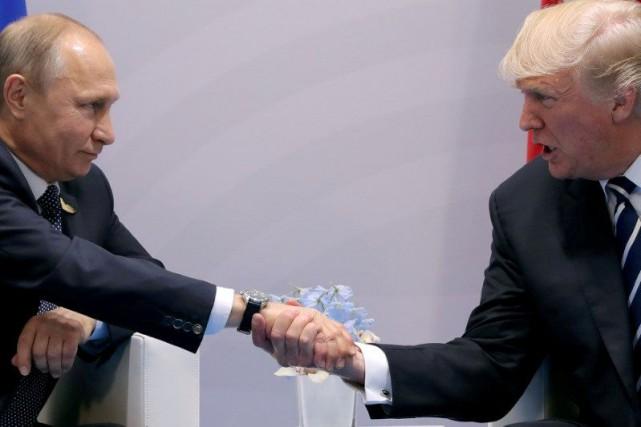 Le président russe Vladimir Poutine et le président... (PHOTO Carlos Barria, ARCHIVES REUTERS)