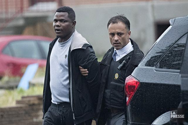 Cet homme, parmi d'autres,a été arrêté ce matin... (Patrick Sanfaçon, La Presse)
