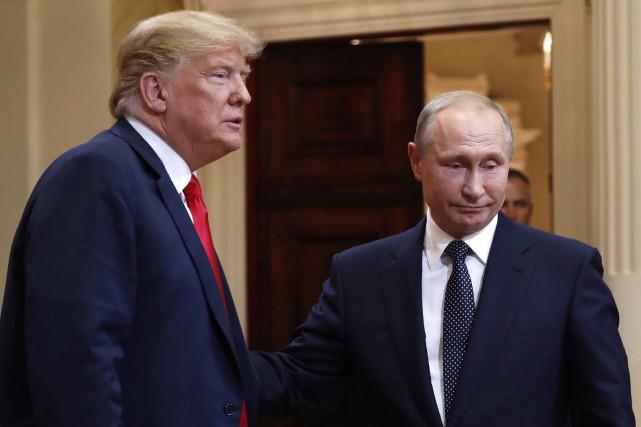 Donald Trump et Vladimir Poutine à Helsinki, lundi.... (PHOTO AP)