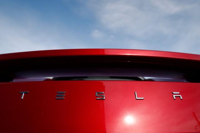 L'action de Tesla a planté lundi après la... (photo AP)