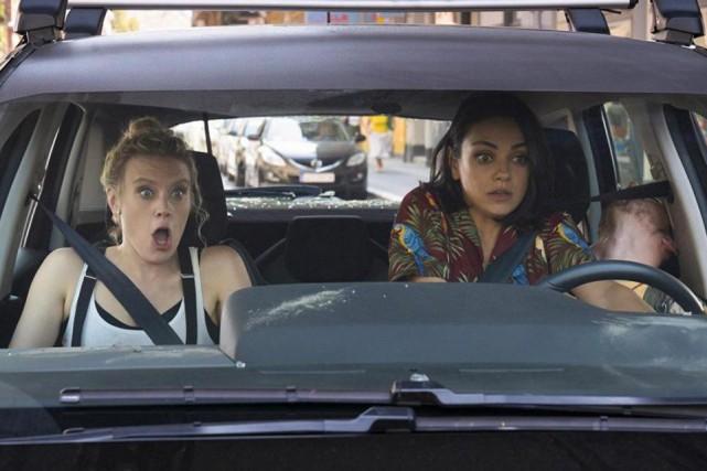 KateMcKinnon (à gauche) et Mila Kunis dans une... (Photo fournie par Lionsgate)