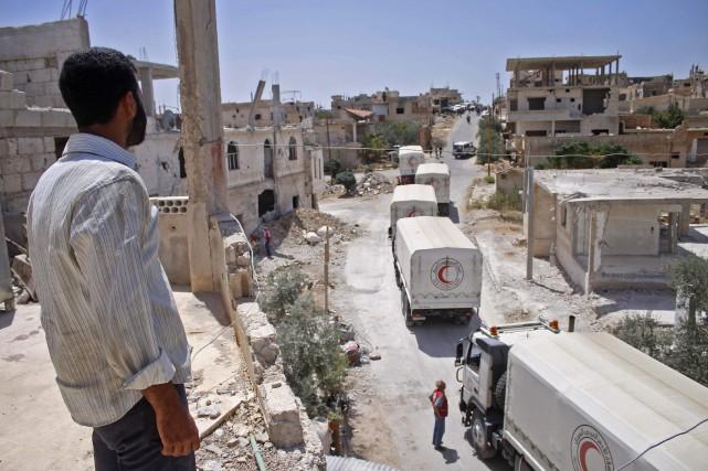 Un convoi humanitaire dans laprovince de Deraa, la... (PHOTO AFP)