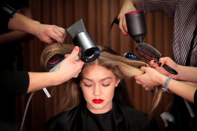 En coiffure comme ailleurs, les techniques et les... (Photo Andrew Kelly, archives Reuters)
