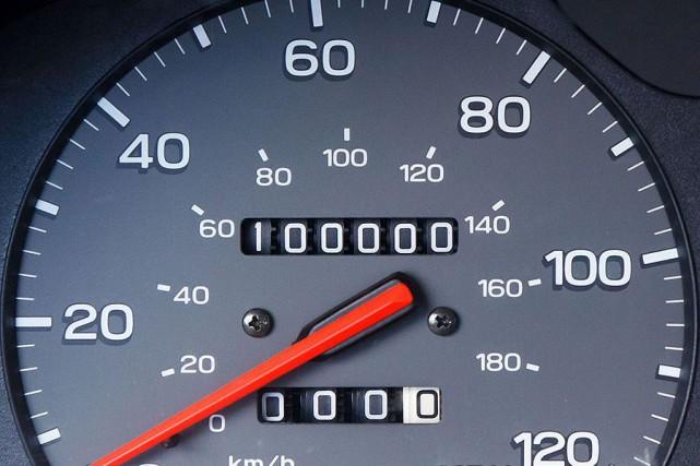 De nos jours, la barre des 100 000...