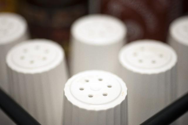 L'OMS recommande de réduire l'apport en sodium à... (Photo archives, AP)
