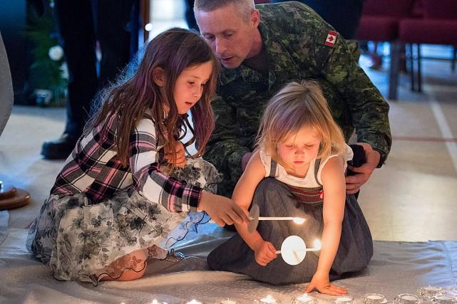 Une cérémonie à la mémoire des victimes a... (PHOTO ANDREW VAUGHAN, LA PRESSE CANADIENNE)