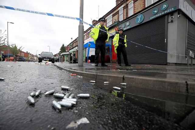 La police a été appelée à 2h30 dimanche... (PHOTO PETER BYRNE, PA VIA AP)
