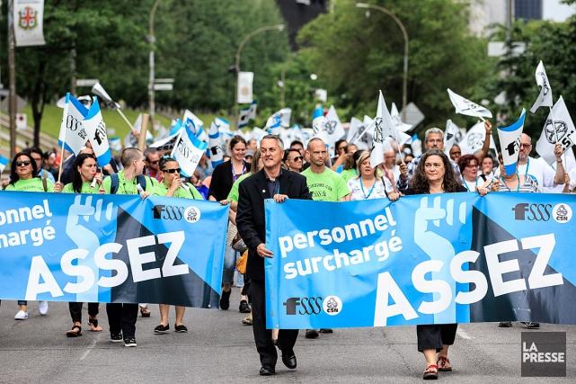 Des membres de la Fédération de la santé... (PHOTO EDOUARD PLANTE-FRÉCHETTE, ARCHIVES LA PRESSE)