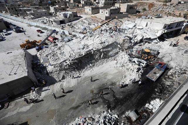 Des édifices ont été détruits lors de l'explosion... (PHOTO OMAR HAJ KADOUR, AGENCE FRANCE-PRESSE)