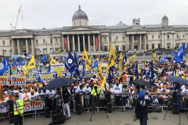 Les manifestants se sont rassemblés à Trafalgar Square,... (IMAGE TIRÉE DE TWITTER)