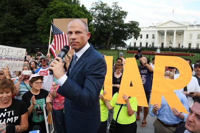 Michael Avenatti lors d'une manifestation devant la Maison-Blanche,... (PHOTO REUTERS)
