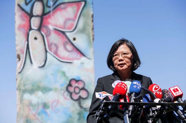 Tsai Ing-wen a défendu les valeurs démocratiques, en... (Photo Ringo Chiu, Reuters)