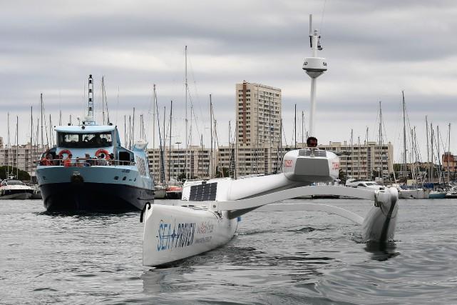 Le Sphyrna commandé à distance peut suivre silencieusement... (Photo Boris HORVAT, Agence France-Presse)