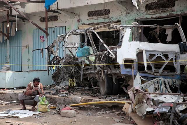 Un raid aérien ayant touché un autobus a... (PHOTO HANI MOHAMMED, ARCHIVES ASSOCIATED PRESS)
