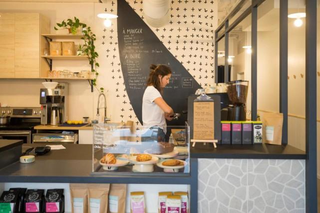 En plus du café, on sert des pâtisseries,... (Photo Olivier PontBriand, La Presse)