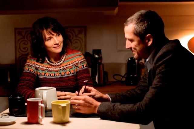 Juliette Binoche et Guillaume Canet dans Doubles vies,... (Photofournie par Axia Films)
