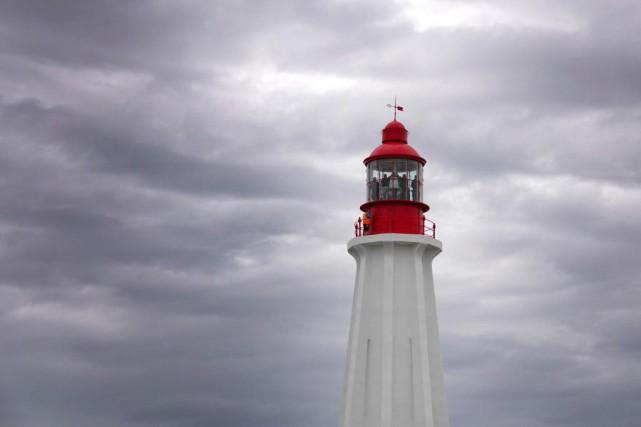 La lumière de Pointe-au-Père est visible, par temps... (Photo Bernard Brault, La Presse)