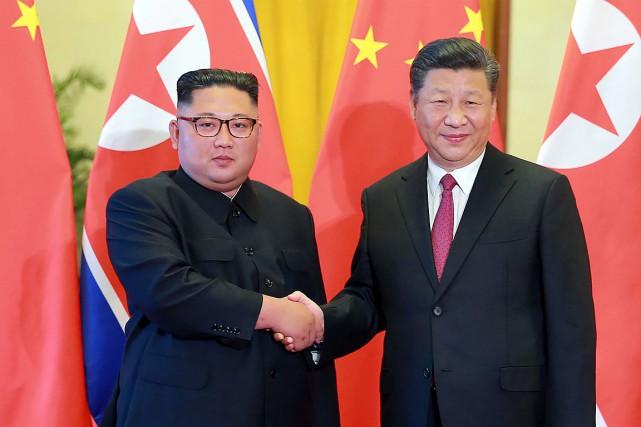 Le leader nord-coréen Kim Jong-un et le président... (PHOTO ARCHIVES KCNA VIA KNS VIA AFP)