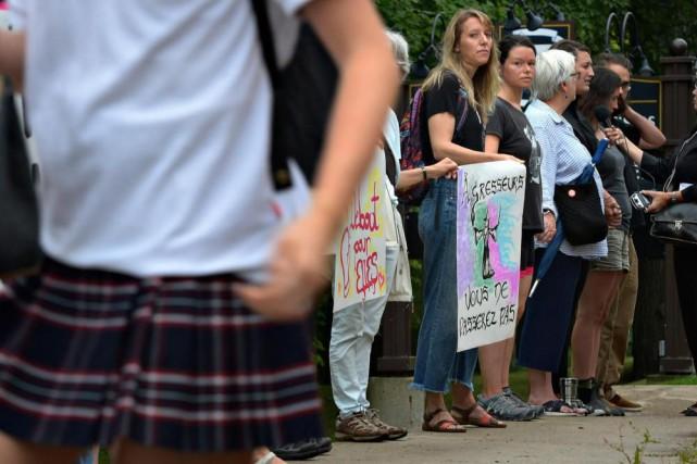 Une trentaine de manifestants ont profité de la... (Photo Pascal Ratthé, Le Soleil)